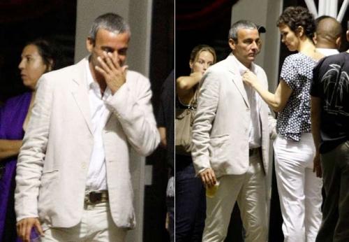 Alexandre Borges foi outro ator que não conteve as lágrimas e, ainda, recebeu o carinho da mulher, Julia Lemmertz